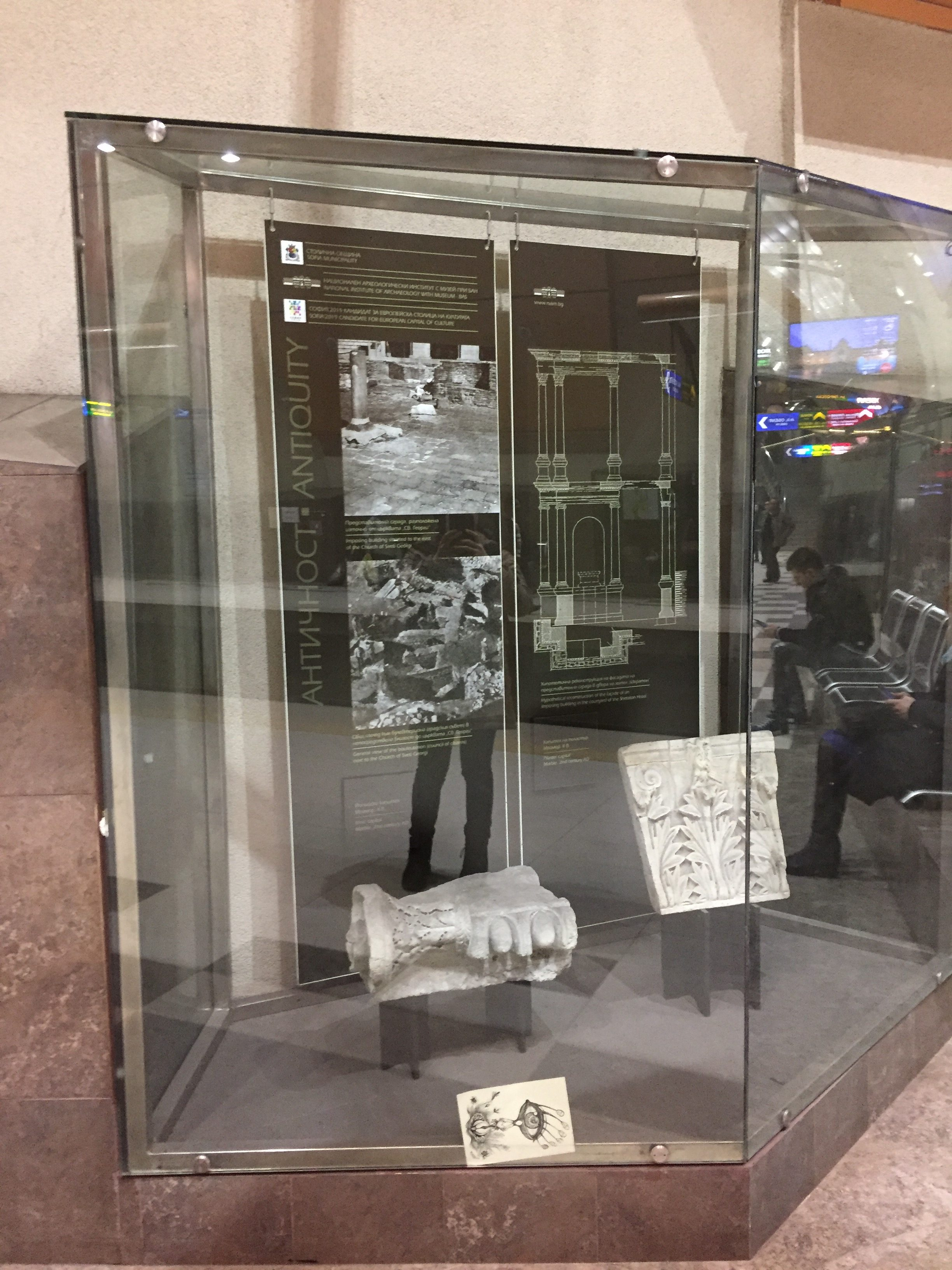 地下鉄に展示されていた遺跡の一部