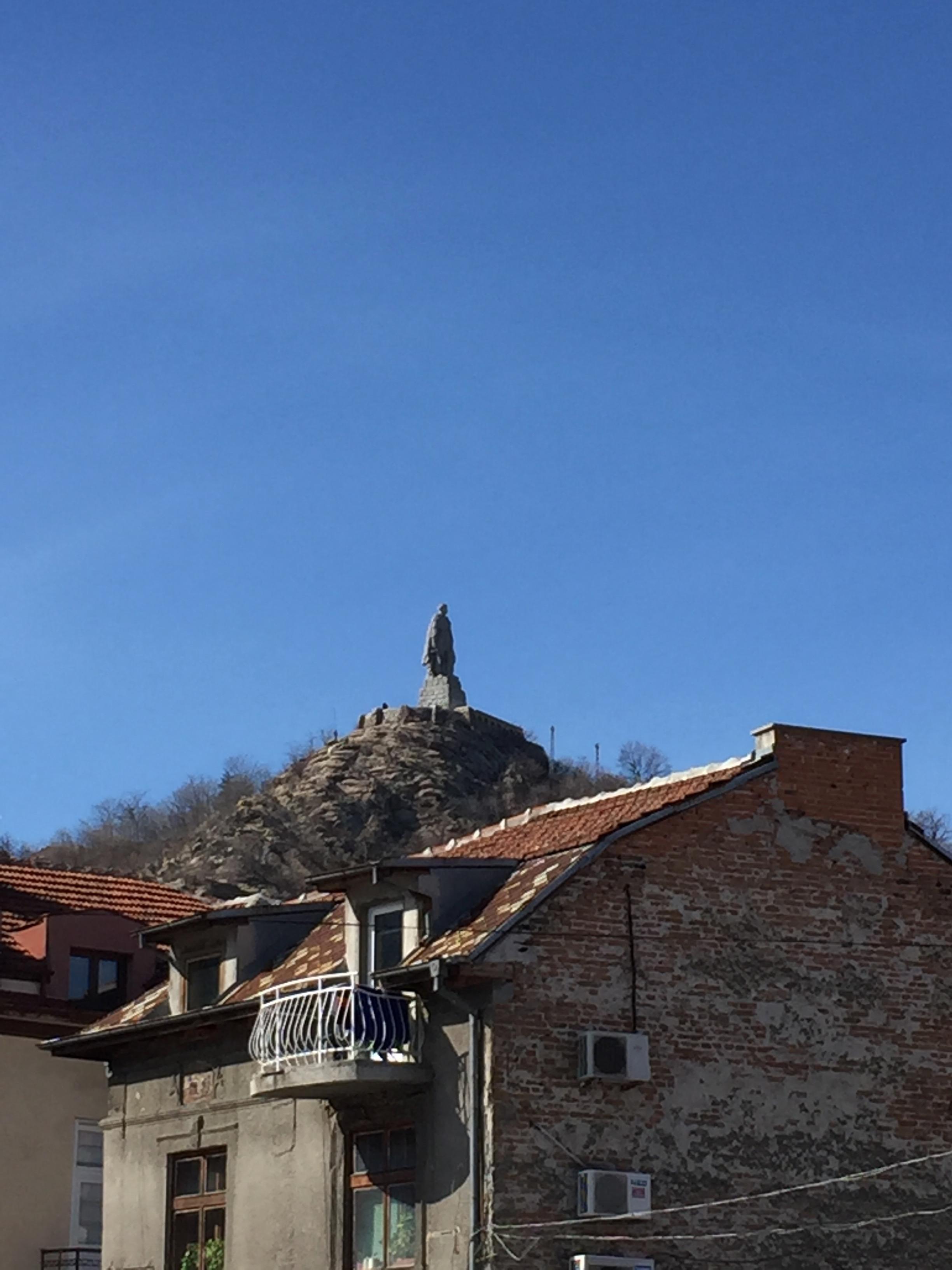 丘の上のアリョーシャ像