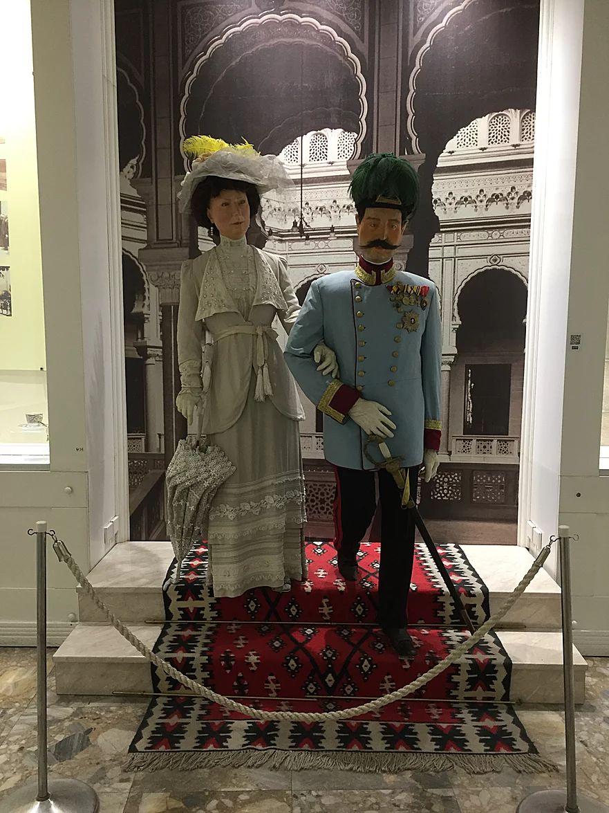 フランツ・フェルディナンド夫妻の人形