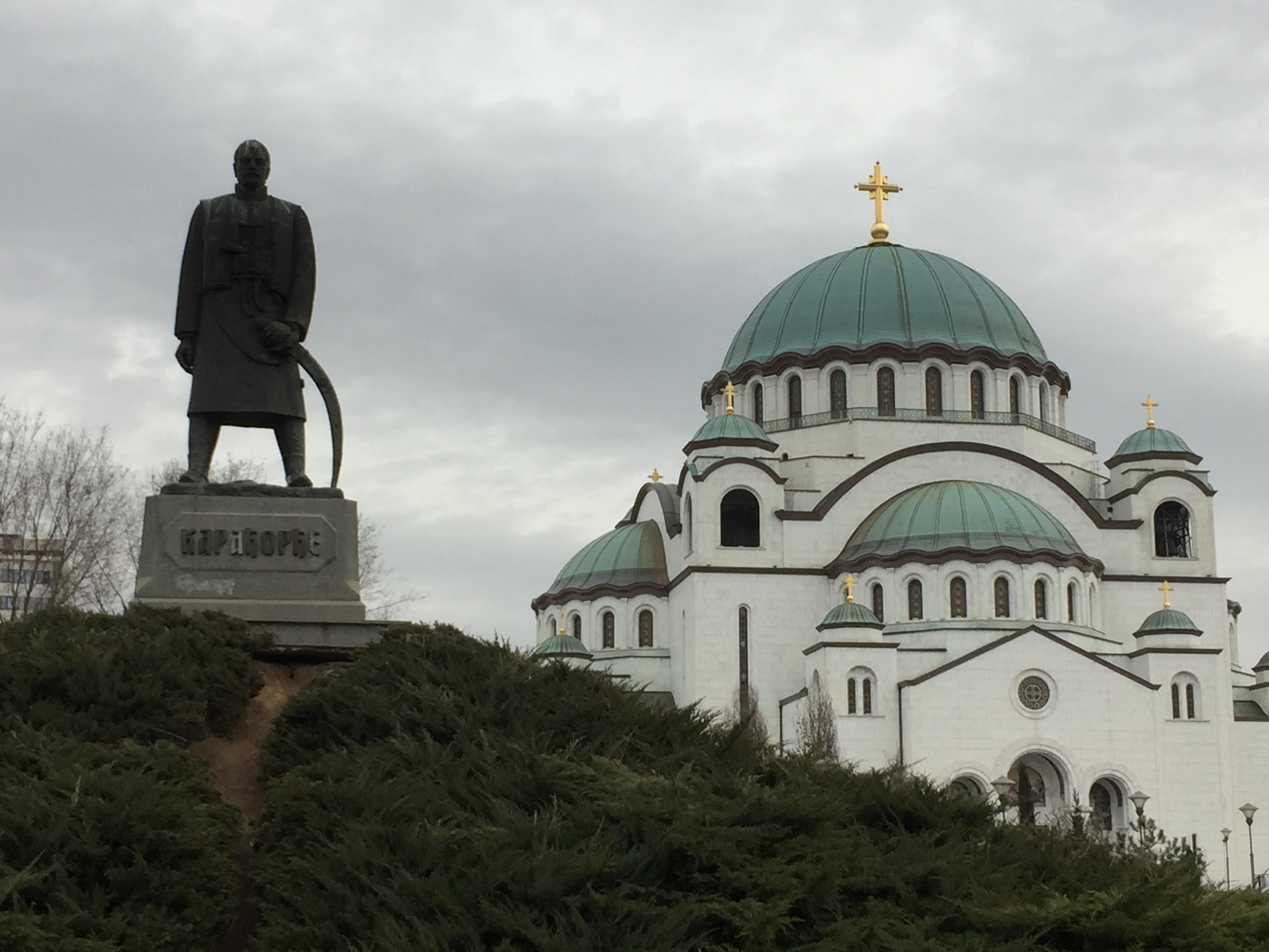聖セヴァ教会と銅像