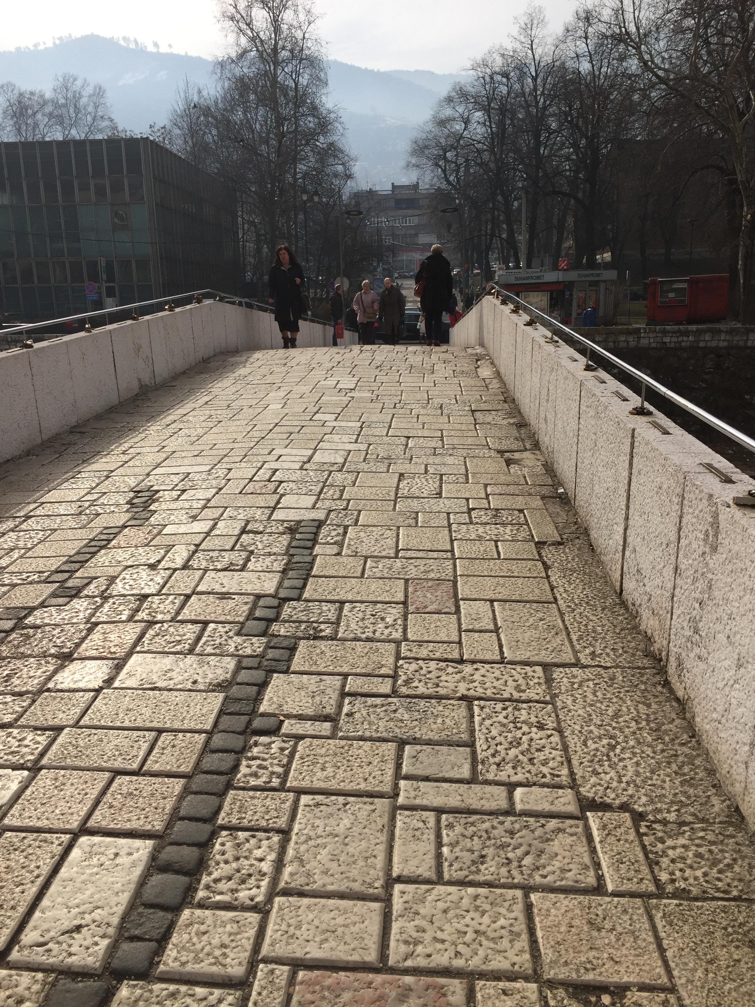 ラテン橋の通り