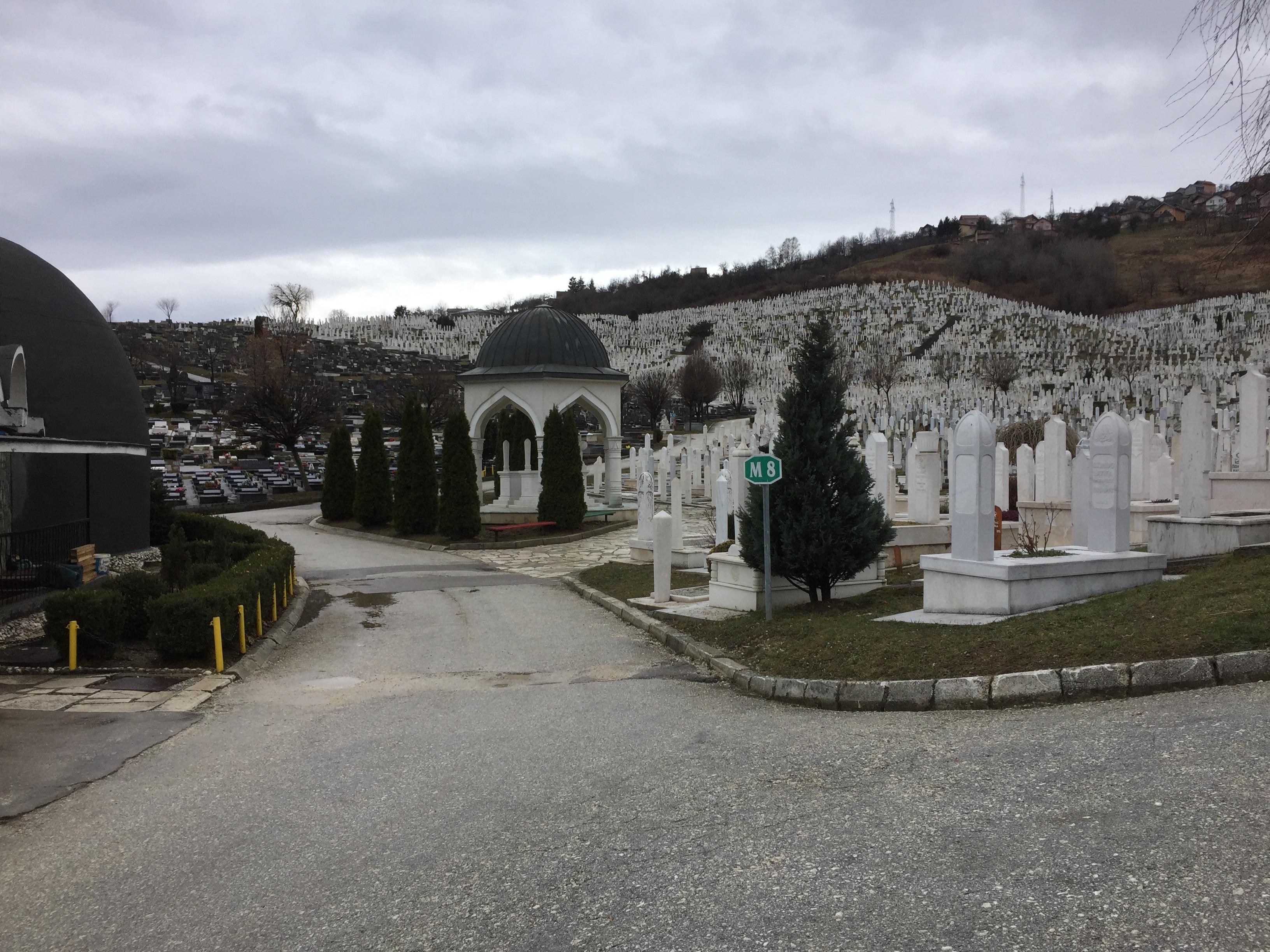サラエボ郊外の大墓地