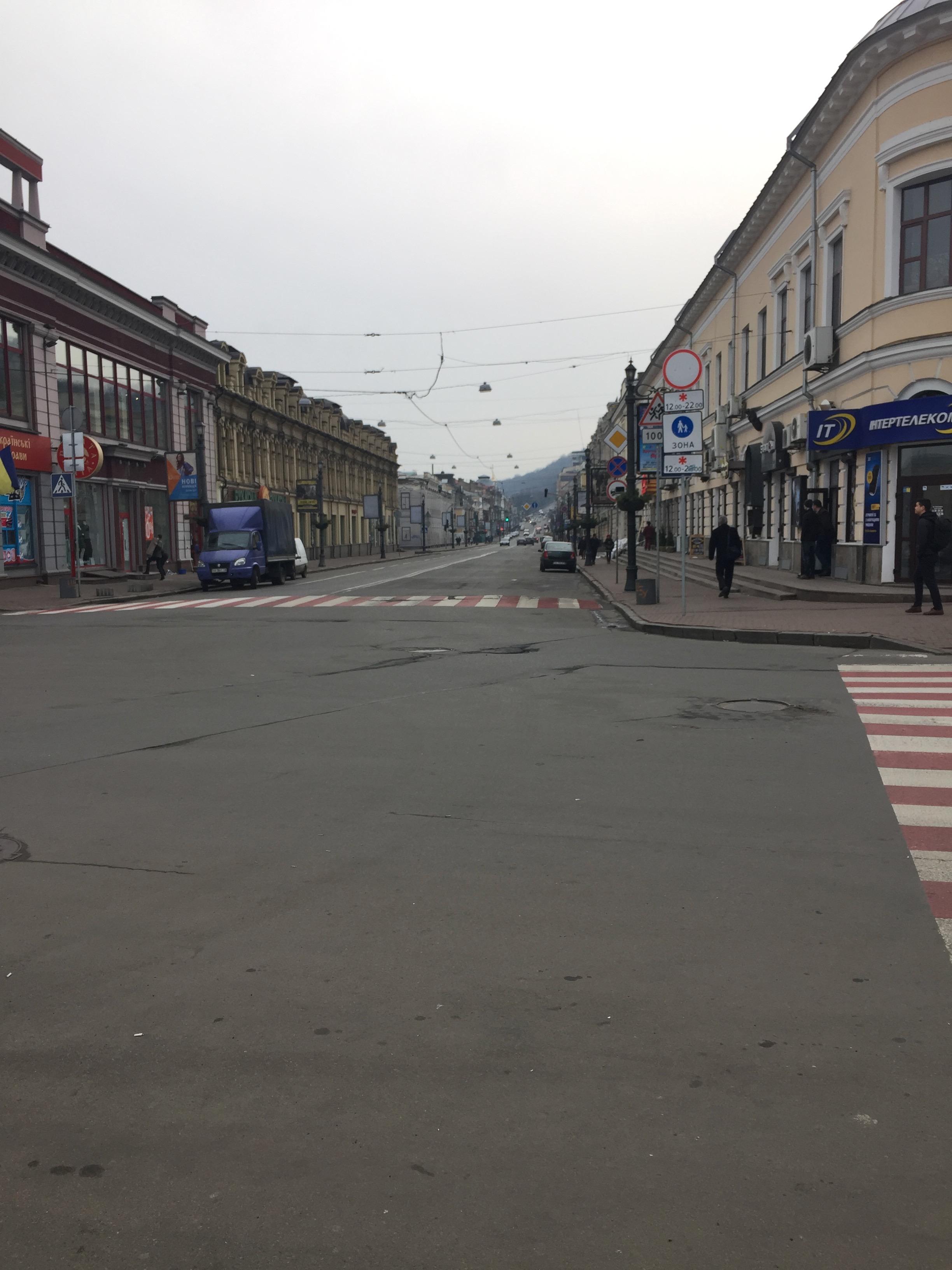 宿近くのキエフの通り