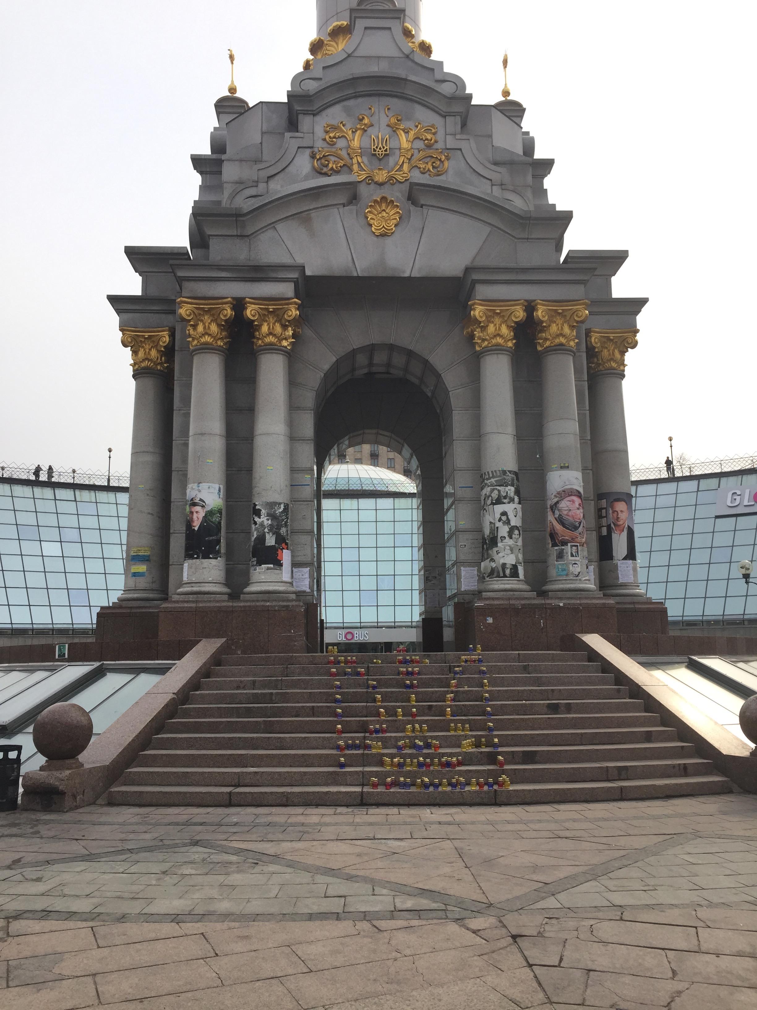 多分独立広場の追悼碑