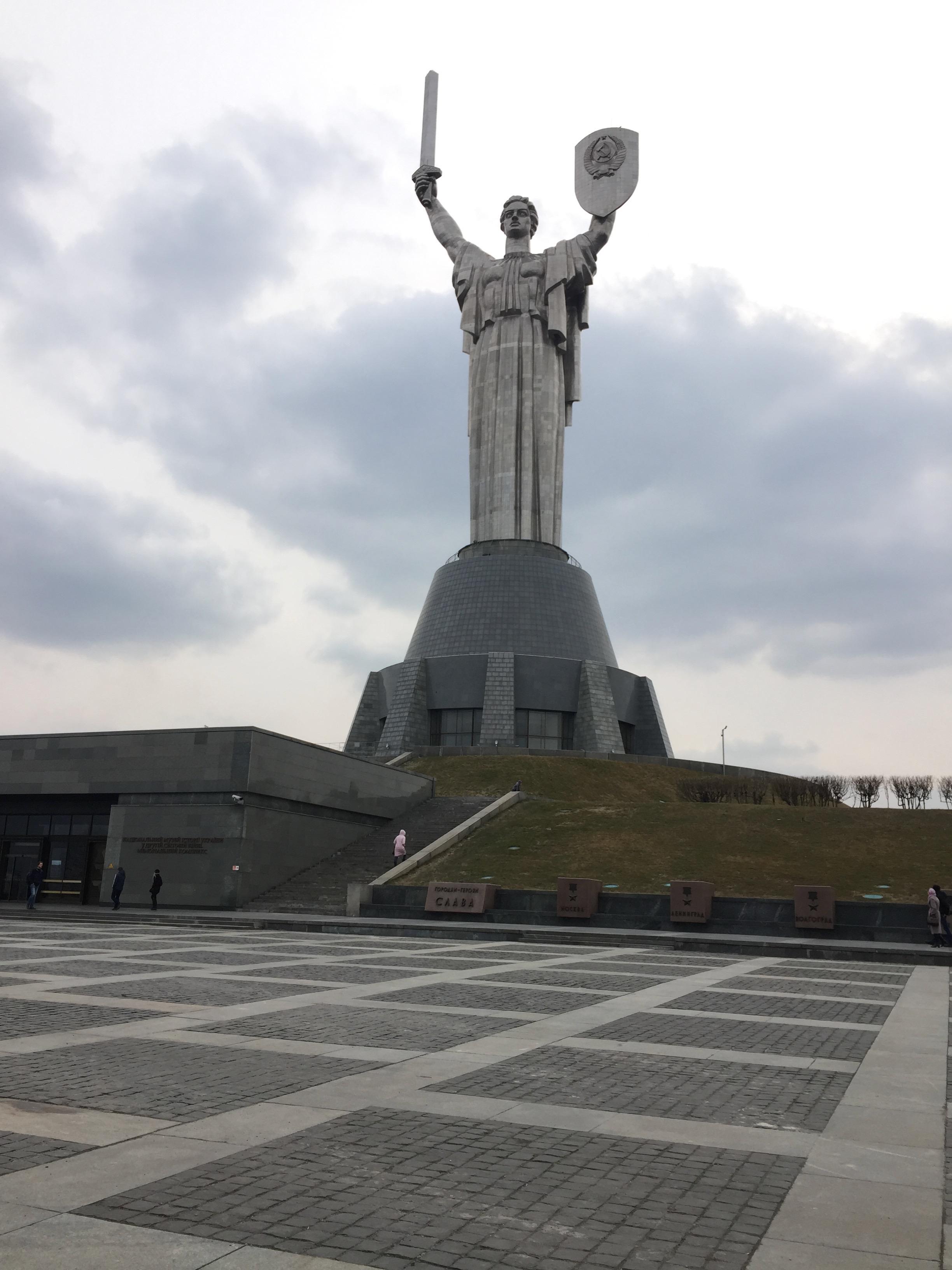 祖国の母の像