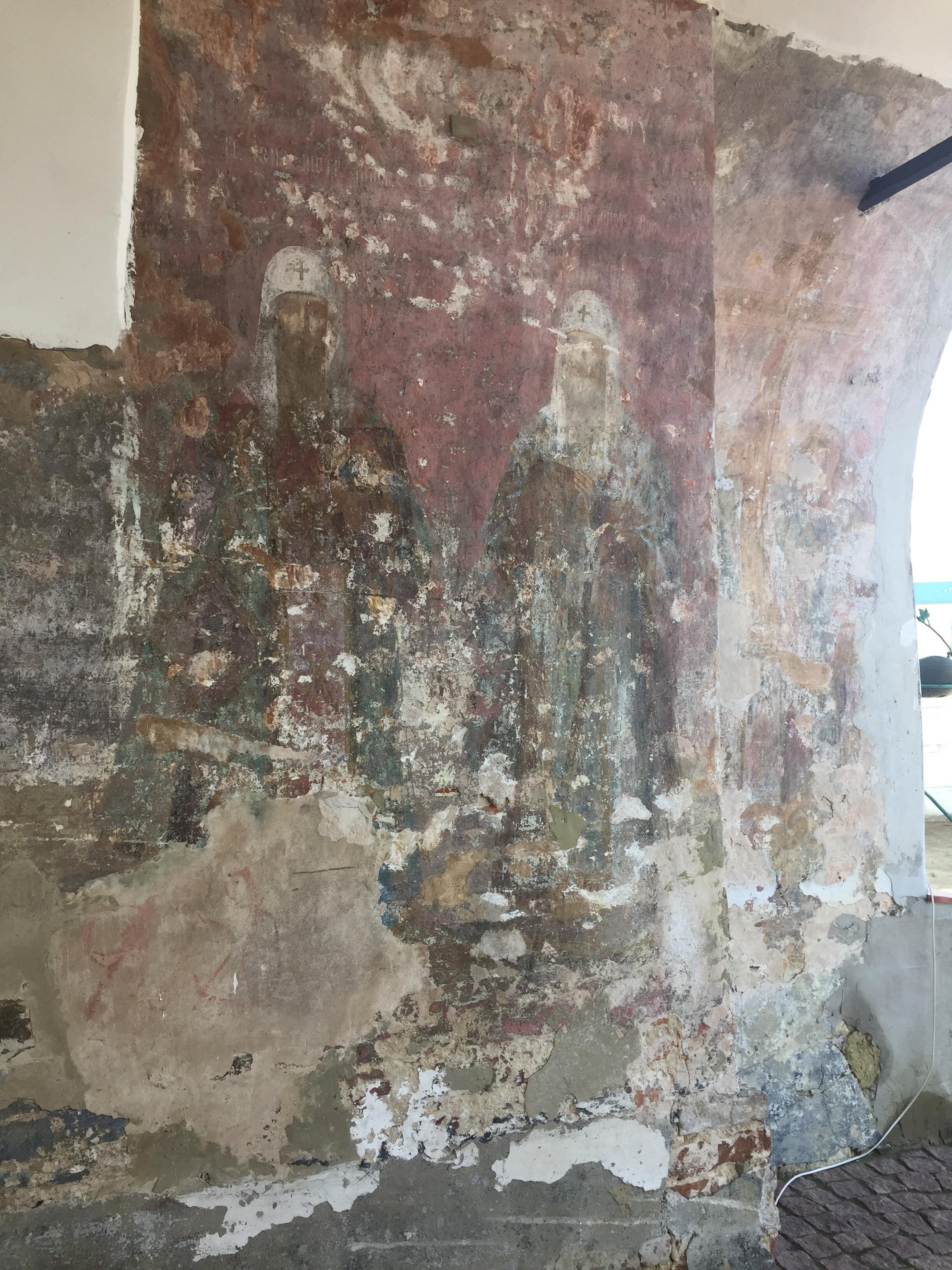 モルチェンスキー修道院の激しくはがれた壁画