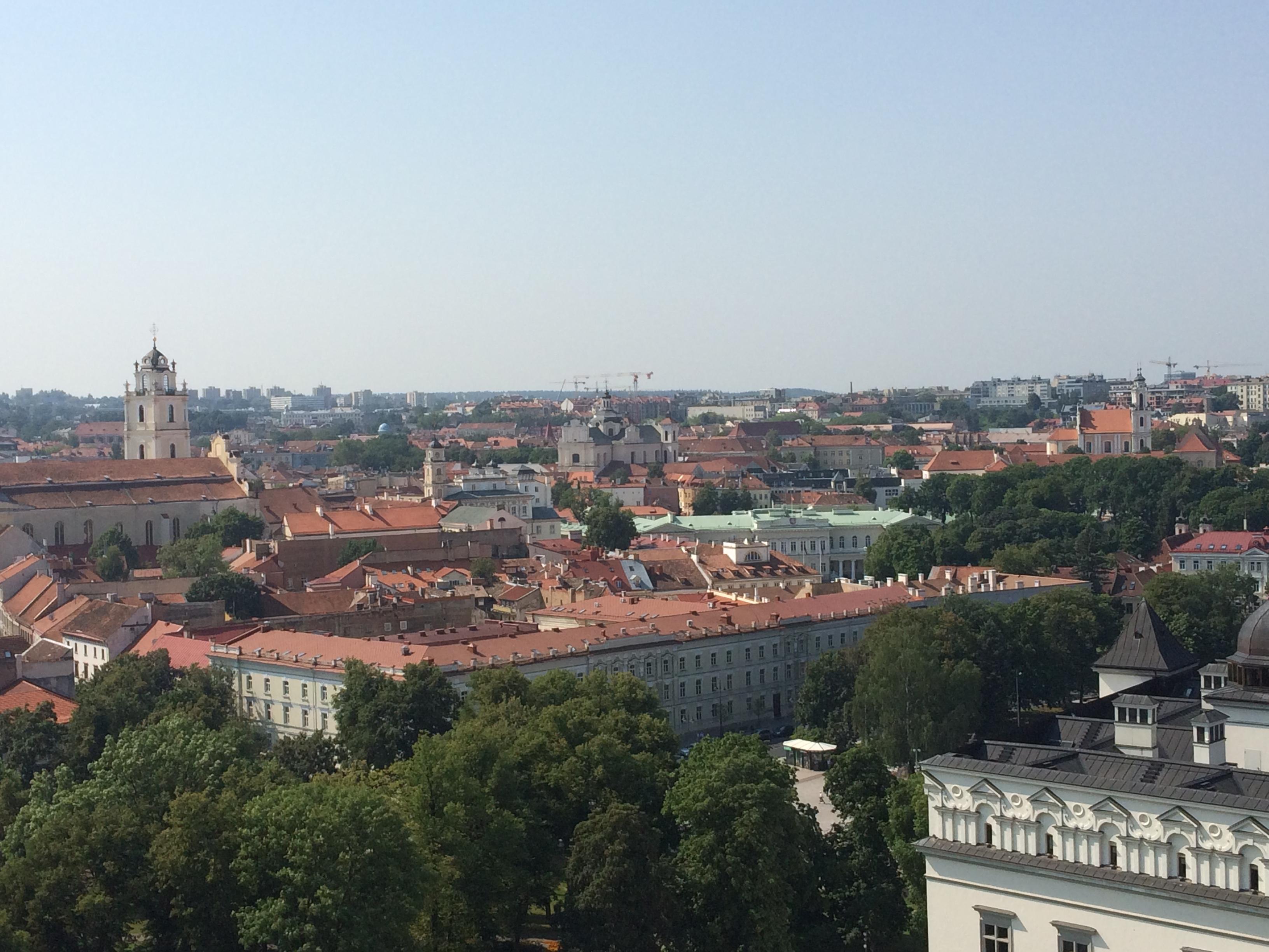 旧市街を一望