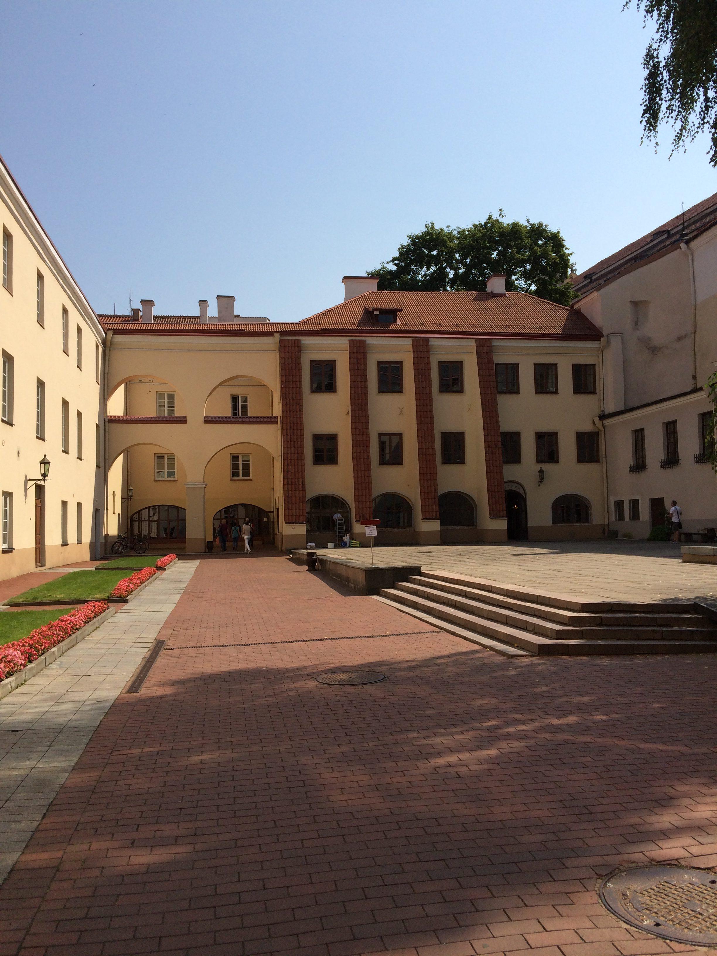 ヴィリニュス大学中庭1