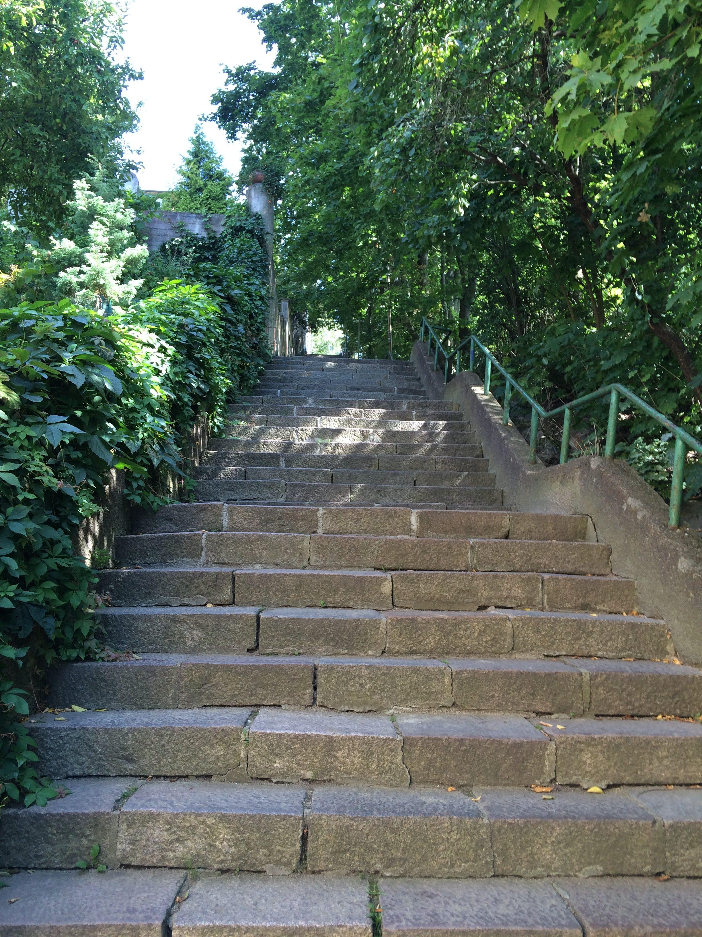 領事館に向かう階段
